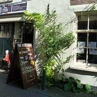 The Outside of the beer shop.  Close to the main square.  Only 10 minutes walk from Den Haag CS