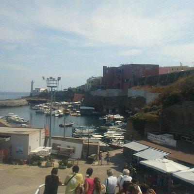 Vista di insieme del porto vecchio