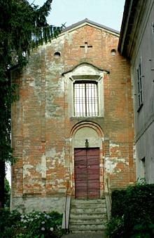 La facciata della piccola chiesa.