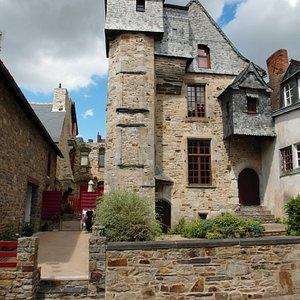 pietra ed ardesia per una casa signorile del XV secolo