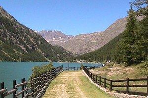 Passeggiata lungo lago