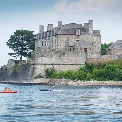 Paddling by historic Fort Niagara