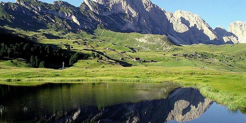 la Gran Fermeda si specchia nel laghetto Iman