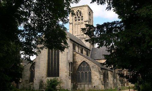 St Mary de Crypt fropm the Churchyard