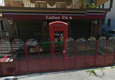 cerca la cabina telefonica rossa!