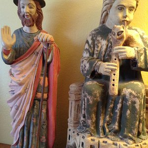 12th century Santiago and king playing a gaita (bagpipes) made by ArGot
