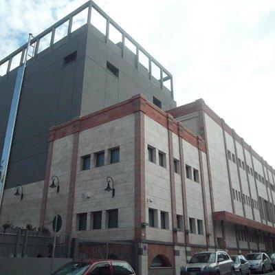 Il Teatro Massimo di Cagliari è gestito dal Teatro Stabile della Sardegna che vi svolge la pr