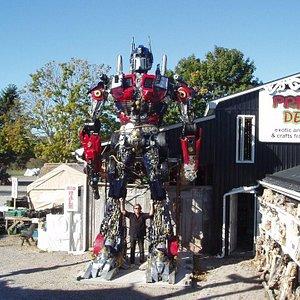 Home of the Big Robots - more robots inside!