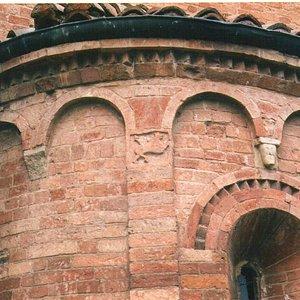 Formella medievale con toro fantastico