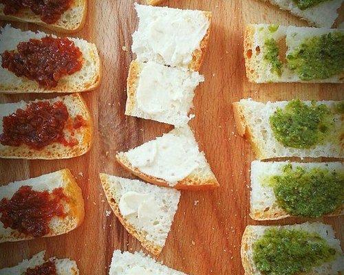 Le nostre famose: salsa di pomodori secchi, crema di tartufo bianco, pesto di basilico.