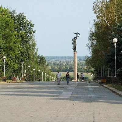 View from Perekopskaya str -man entry walley