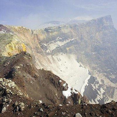 Nostro gruppo con Rosario sul cratere centrale dell'Etna