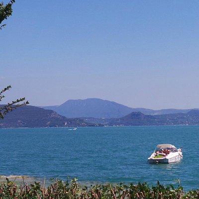 vista del lago dall'isola di san biagio