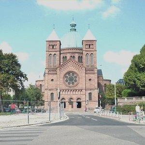 Eglise catholique Saint Pierre le Jeune