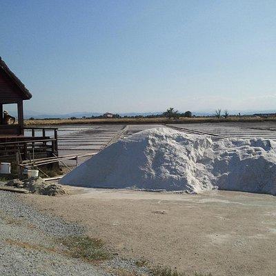 Sale dolce di Cervia: cumolo di sale estratto manualmente