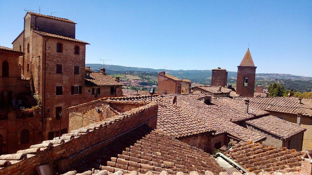 I tetti di Certaldo dal Pallazzo dei Priori