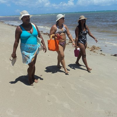 A praia é ótima para caminhar, pois é muito calma,principalmente para crianças.