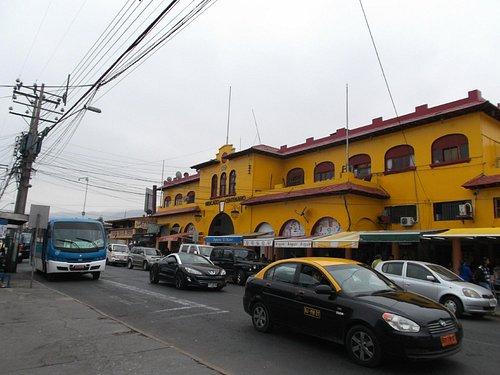 Chile, Iquique. Mercado Central Centenario, acceso calle Barros Arana.
