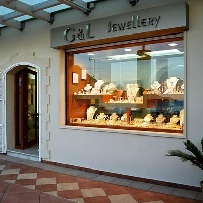 a great selection of gold and silver jewelleryt