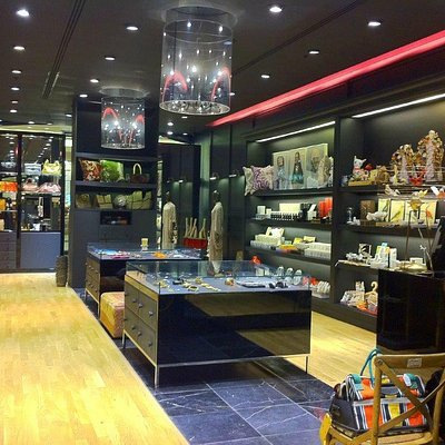 A unique shopping experience to be inspired and aspire.