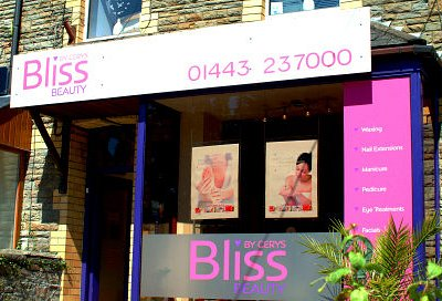 Our high Street Salon provides a wide range of beauty, advanced beauty and complementary therapi