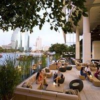 Flow Outdoor Lounge