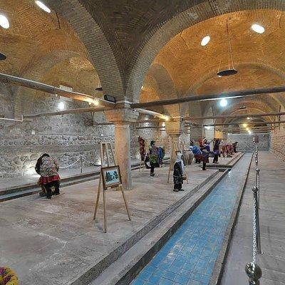 Inside the Rakhtshooy Khaneh