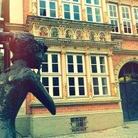 vista desde la estatua ( la chismosa ) al museo de Hameln