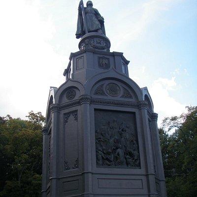 St-Volodymyr Statue