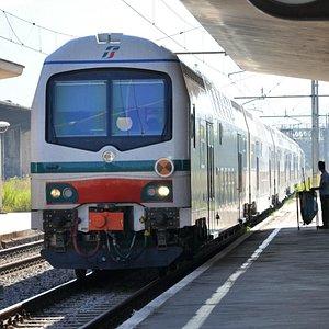 Montecatini Terme - train arriving binari due