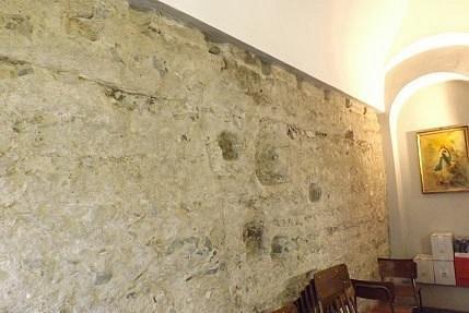 Mausoleo di Maiorano : il muro