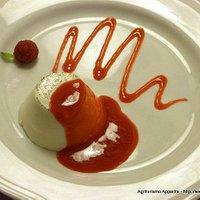 Panna cotta alla vaniglia con coulis di lamponi
