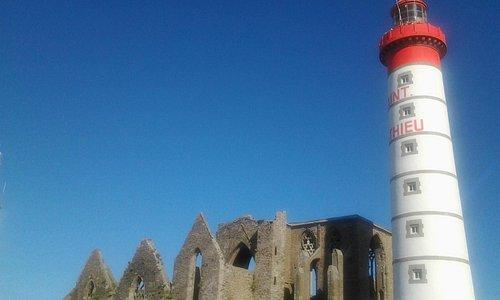 Faro con Abazzia Templare