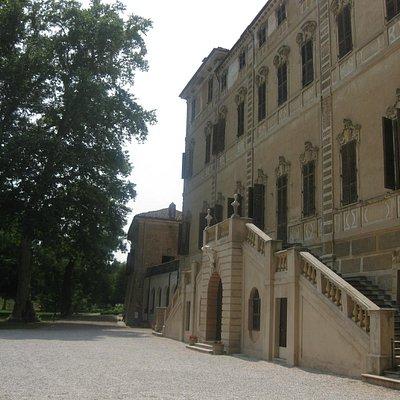 Vista della villa di Cavour dal parco