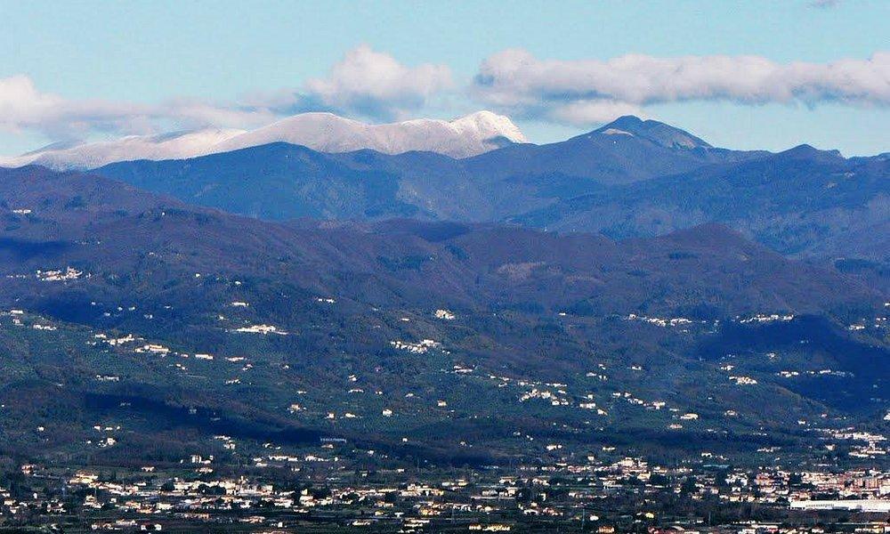 panoramica verso le montagne pistoiesi