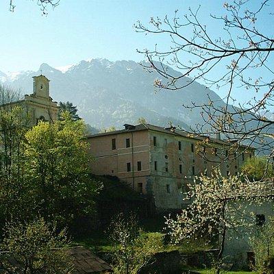 La Certosa - Vista dalla strada