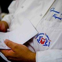 Dettaglio della giacca dello chef.