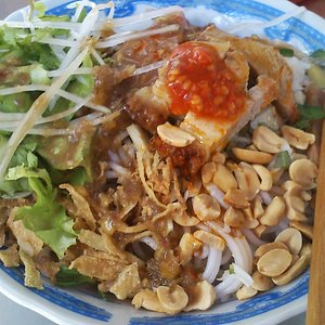 rice noodles with roasted pork, fresh veggies & tangy fish sause