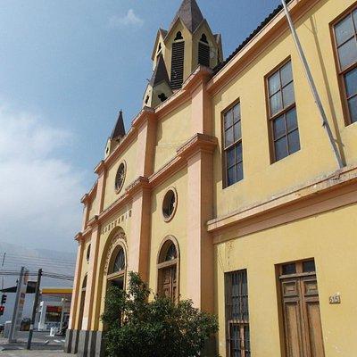 Iquique, Chile. Santuario Corazón de Jesús, frontis en calle Manuel Rodríguez.