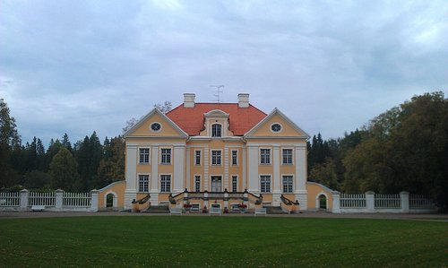 View of the Manor as you enter the grounds.