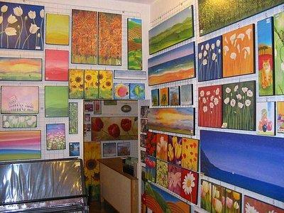 Un angolo della galleria, l'esposizione cambia continuamente!