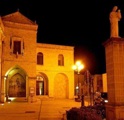 La facciata del convento