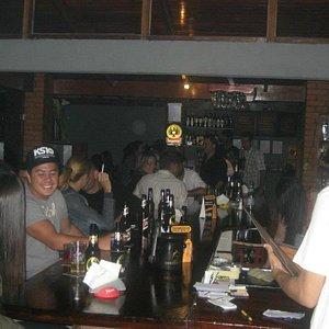 dentro del bar