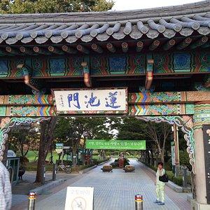 Entrance of Deokjin Park
