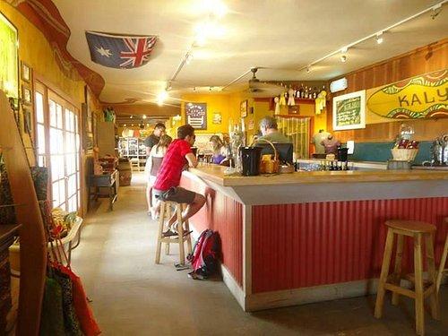 Dentro do bar - Decoração ao estilo da origem do dono, australiana.