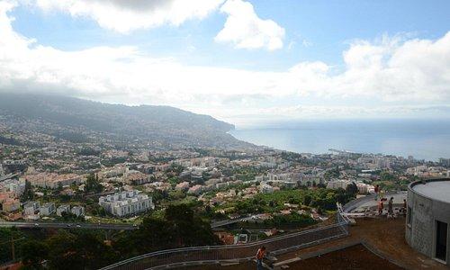 Widok na Funchal w kierunku wschodnim