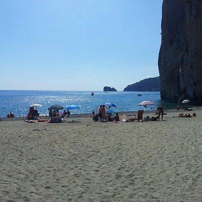 vista dalla spiaggia verso Capo Palinuro