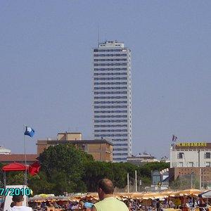 Grattacielo dalla Spiaggia
