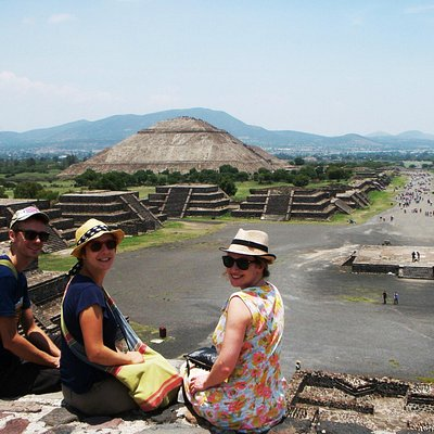 Enjoying Teotihuacan in the afternoon with less people!
