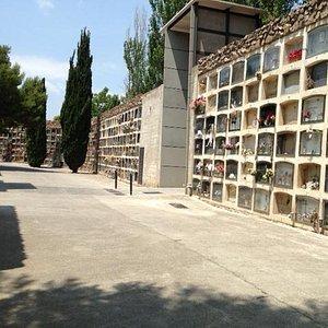 祭壇が並ぶ壁